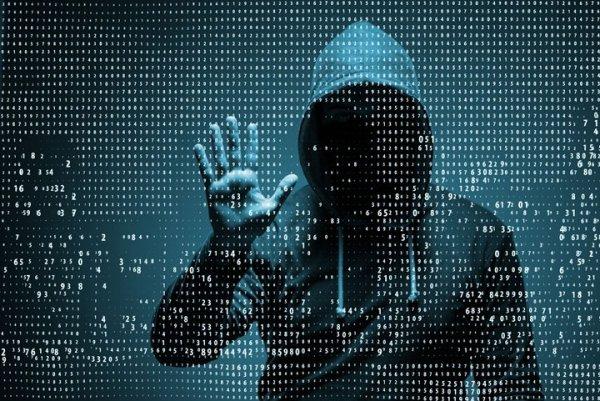 Майже мільйон доларів вкрали хакери з банку Пінчука