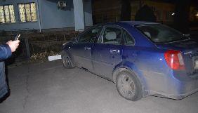 На Київщині порізали шини двом журналістам, які висвітлювали сесію селищної ради