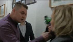 У Чернівцях депутат штовхнув журналістку каналу ТВА, яка хотіла взяти у нього коментар