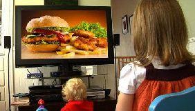 У Великобританії діти бачать до 12 рекламних роликів про нездорову їжу за годину перегляду телешоу - дослідження