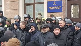 Журналістка заявляє, що у Тернополі члени ВО «Свобода» перешкоджають висвітлювати сесії міськради