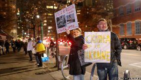 У Нью-Йорку протестували проти приїзду російського кінорежисера, який підтримав анексію Криму
