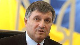 Аваков закликав блокувальників каналу NewsОne припинити «робити з негідників страждальців»