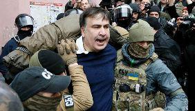 «Стрибуни із даху заради реформ»: медійники обговорюють затримання Саакашвілі