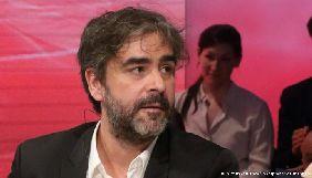 Понад 200 митців закликали звільнити арештованого у Туреччині журналіста Деніза Юджеля