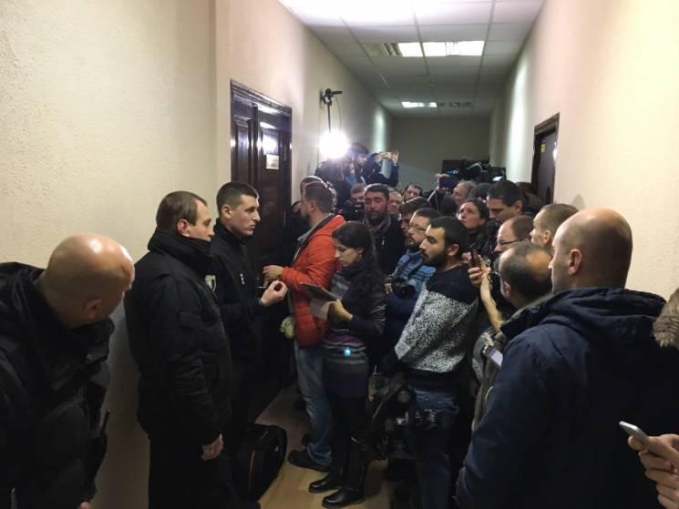 Журналісти відмовилися вийти із зали суду, де чекають на Саакашвілі