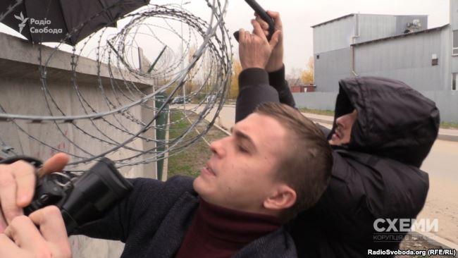 Суд зобов'язав поліцію відкрити справу проти журналістів «Схем» через «втручання у приватне життя» Медведчука