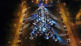 У Запоріжжі для зйомок новорічного телешоу утворили найбільшу в Україні ялинку з автомобілів (ВІДЕО)