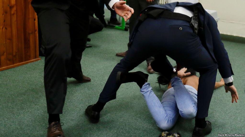 Представниця Femen, що назвалася журналісткою й вибігла до президента Чехії, не хотіла на нього напасти – адвокатка