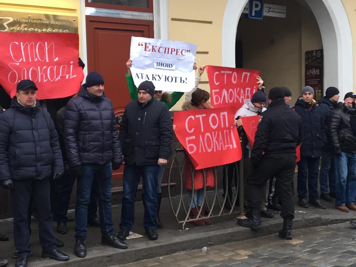 У Львові журналістів газети «Експрес» під час акції протесту затримала поліція
