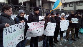 Під КСУ активісти вимагають скасувати мовний «закон Ківалова-Колесніченка»