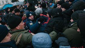 У Вінниці на головреда інтернет-видання «Вежа» напали мітингувальники (ВІДЕО)