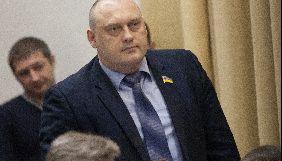 На засіданні Запорізької міськради депутат відібрав у журналіста диктофон і витягнув батарейки
