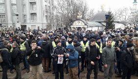 Журналістці «Тижня» священник заважав знімкувати на акції біля Десятинної церкви