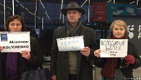 В аеропорті Праги пройшла акція з вимогою звільнення Сущенка й інших в'язнів Кремля (ВІДЕО)