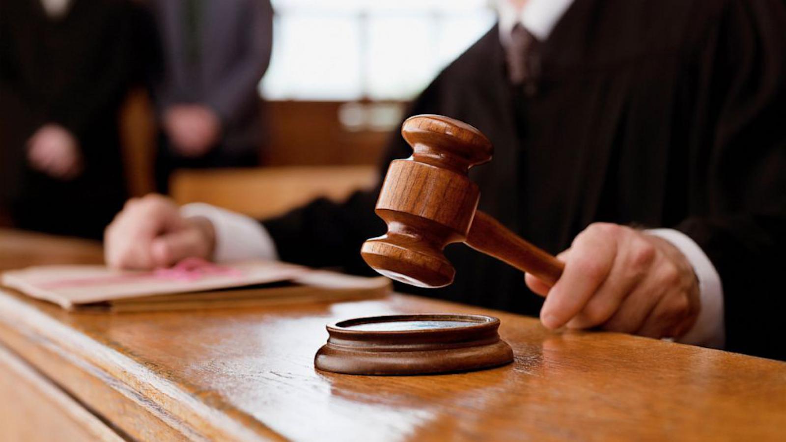 Результат пошуку зображень за запитом Посадовця міграційної служби Буковини судитимуть за хабар