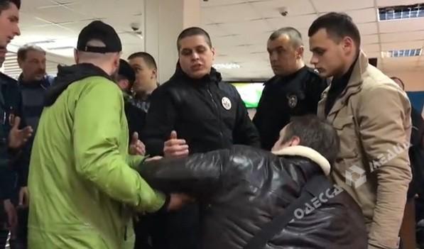 В Одесі активісти змусили вийти із зали суду журналіста, якого вважають сепаратистом (ДОПОВНЕНО)