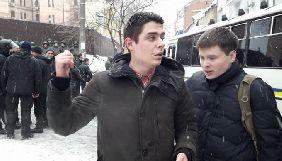 Невідомі, які побили активіста у суді над Трухановим, завдали шкоди журналістці 24-го каналу