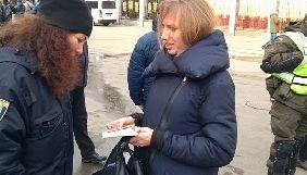 У суді, де планувався допит Порошенка, охоронці просили журналісток роздягтися