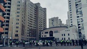 У поліції назвали «вимушеним» посилений огляд жінок-журналісток біля суду, де свідчив Порошенко