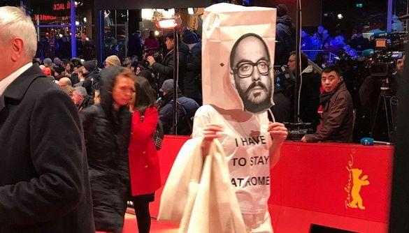 На Берлінале акторка провела акцію підтримки російського режисера Серебренникова, який перебуває під домашнім арештом