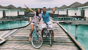 Ведущий «Холостяка» с женой порадовали поклонников забавными танцами на Мальдивах