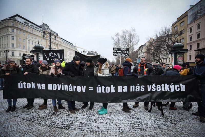 У Словаччині відбулися багатотисячні акції протесту через вбивство журналіста Яна Кучака
