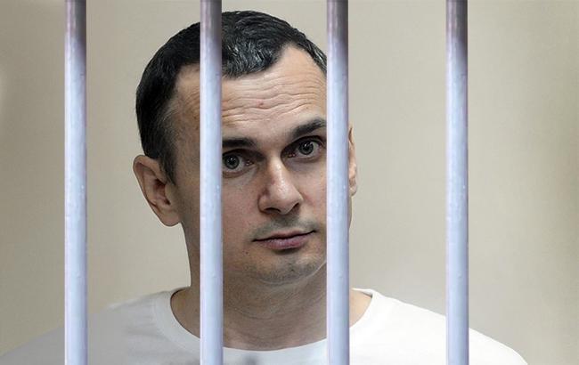 «Пише сценарій, чекає звільнення»: адвокат розповів про будні Сенцова вколонії