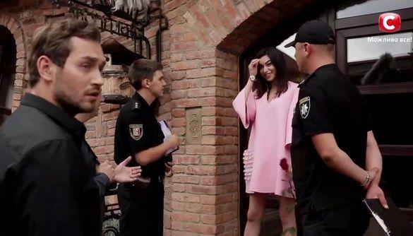 Полиция приехала спасать участницу проекта «Холостяк» и сорвала церемонию роз
