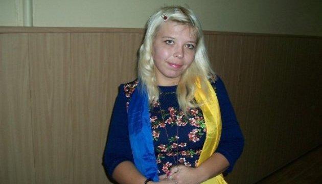 У Москві затримали активістку з синьо-жовтою стрічкою, яка протестувала проти виборів