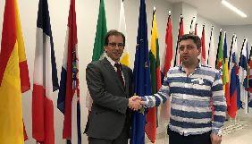 Представництво ЄС пообіцяло і надалі стежити за справою журналіста Фікрета Гусейнлі