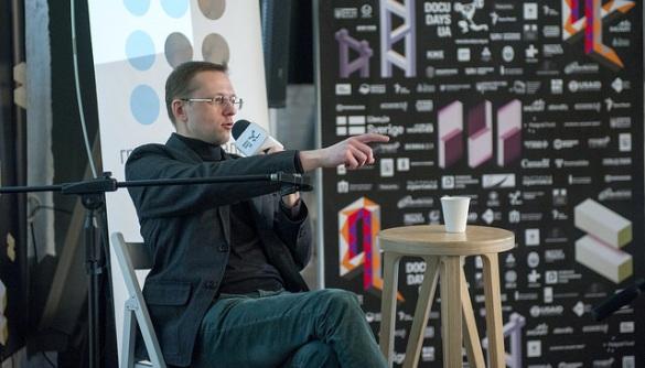 «Фільтруй та гугли». Кирило Лукеренко — про те, як уберегтися від фейків