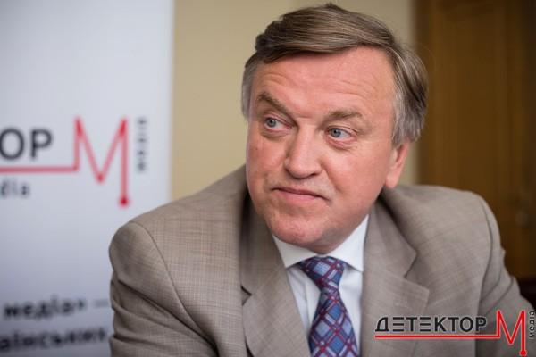 Голова Держкомтелерадіо спростував заяви щодо продажу «Укрвидавполіграфії» та друку підручників у Росії