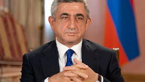 У Вірменії учасники акції проти прем'єрства колишнього президента Саргсяна увірвалися до будівлі Громадського радіо