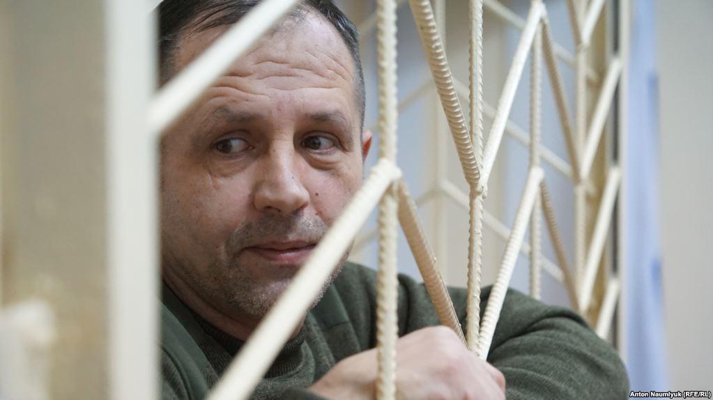 До засудженого у Криму голодуючого українського активіста Балуха не пускають медиків - правозахисник