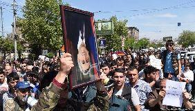 Під час протестів у Вірменії невідомі побили журналіста