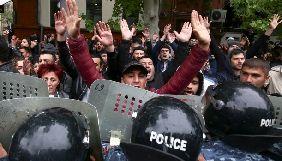 У Вірменії за час протестів напали на трьох журналістів «Радіо Свобода»