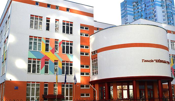 У Києві суд визнав публічною інформацію про платні послуги в школах, а самі заклади - її розпорядниками