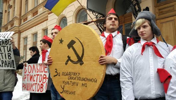 Як українська держава легалізує заборонені російські фільми