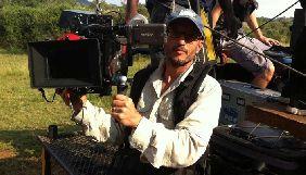 Режисер Карлос Карвальо помер від удару жирафа під час зйомок фільму