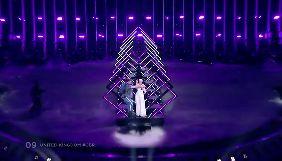 На «Євробаченні» невідомий вискочив на сцену і забрав мікрофон у співачки