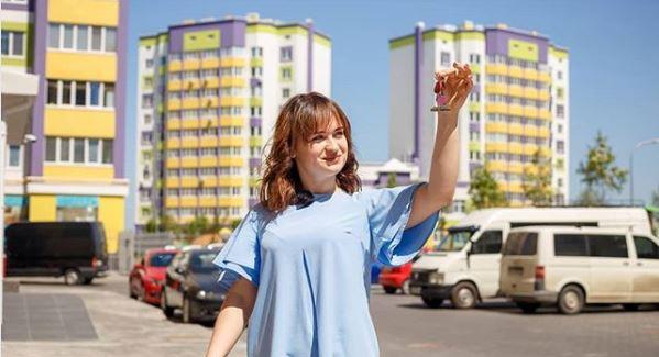 Победительница «Голоса країни-8» побывала в своей новой квартире в Киеве
