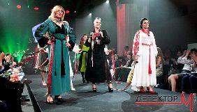 «Украинские амазонки»: как журналисты, волонтеры и участники ООС дефилировали в дизайнерских вышиванках