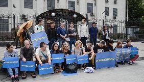 """Учасники акції на підтримку Олега Сенцова: «Ми тут для того, щоб кричати в космос: """"Олег, живи!""""»"""