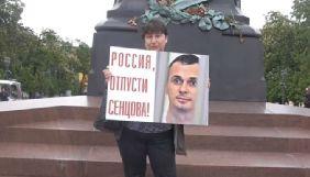 У Москві пройшла серія одиночних пікетів із закликом звільнити Олега Сенцова