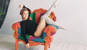 Беременная Алена Шоптенко поделилась смешными «закадровыми» снимками фотосессии для глянца