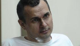 Олегу Сенцову щодня вводять один літр глюкози — сестра