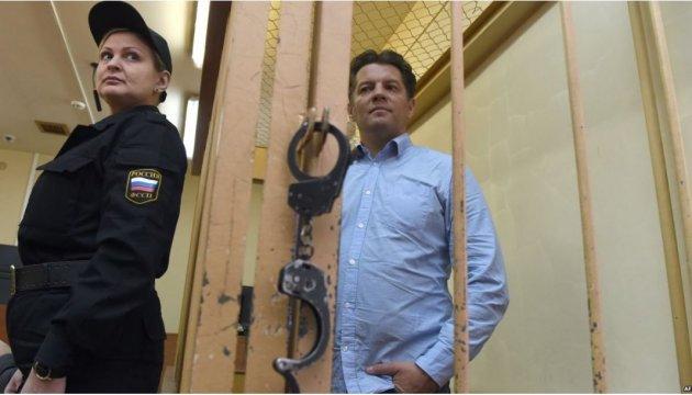 Московський суд оголосив вирок Роману Сущенку. Київ висловив протест і вимагає звільнення журналіста