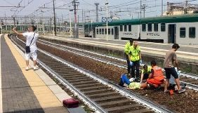 Італійські ЗМІ та соцмережі обурило селфі з місця, де людина потрапила під потяг