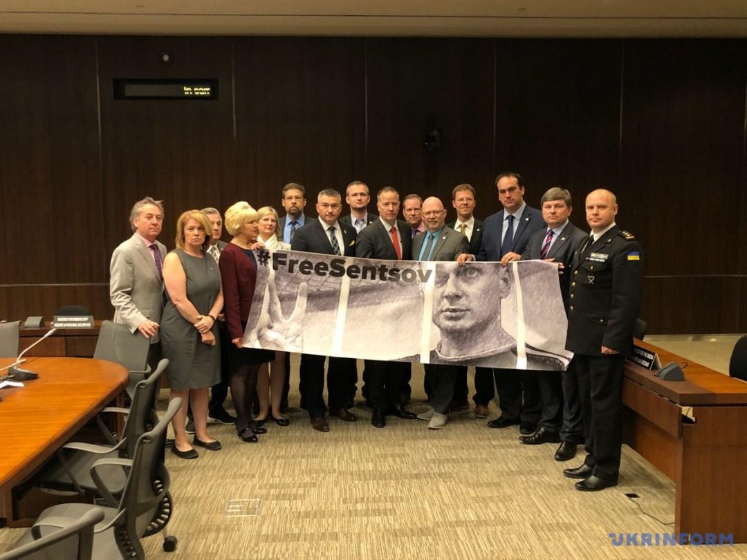 Канадські парламентарі закликали РФ звільнити Сенцова та інших політв'язнів